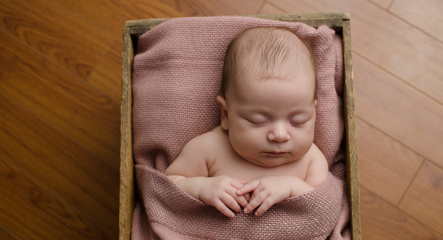 sleepy-time-pose-crate-baby-slider-ottawa-newborn-photographer