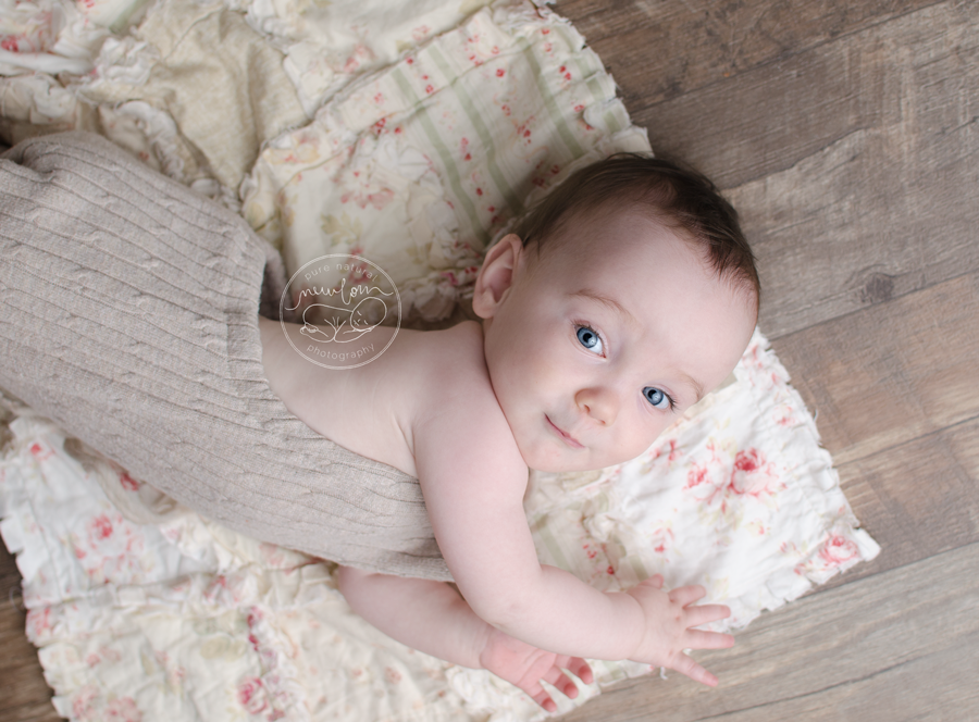 baby-photos-milestone-10-months-smiling-barnwood-floor-upcycled-beige-knit-sweater-sitter-romper-rag-quilt-modernragquilt-daddymackhats