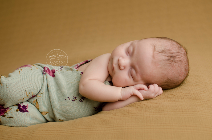 7 weeks new, Athena-Newborn-Photography-Session-Ottawa-Baby-Photographer-beige-caramel-backdrop-floral-upcycled-romper-daddymackdesigns-side-laying-crop