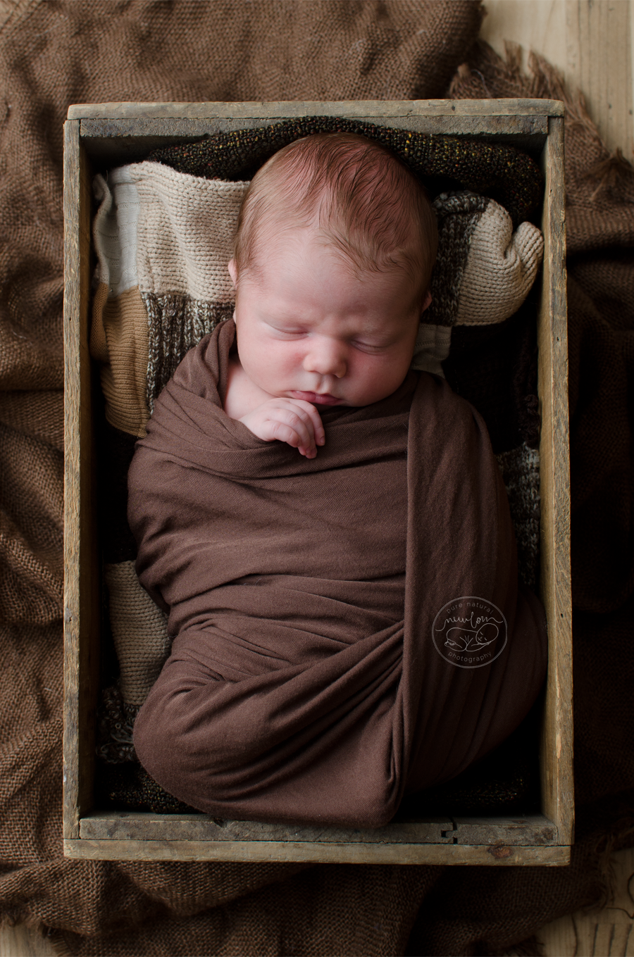 newborn-photos-ottawa-asher-wood-crate-brown-quilt-blanket-sleeping-baby-4921